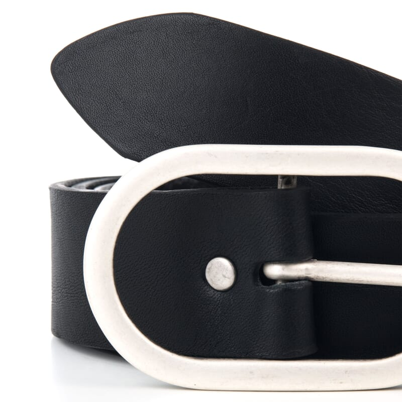 gros plan ceinture femme noir fabriquee en France