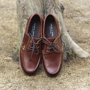 vue posee chaussure bateau crampons cuir marron jules & jenn