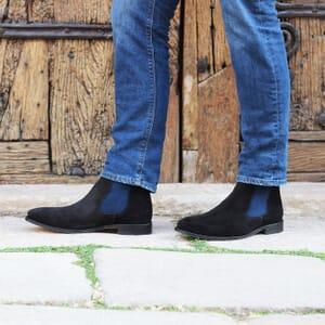 vue portee chelsea boots cuir daim noir et bleu jules & jenn