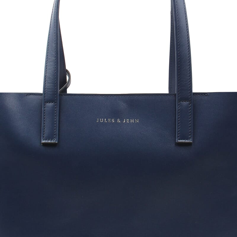 gros plan sac cabas cuir bleu jules & jenn