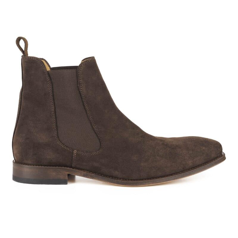 vue exterieure de chelsea boots cuir daim marron fabriques au Portugal