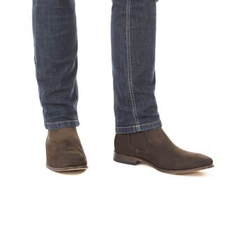 vue portee de chelsea boots homme daim marron
