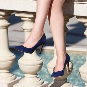 vue portee escarpins classique cuir daim bleu jules & jenn