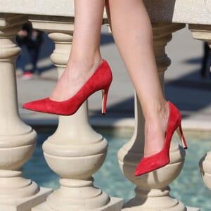 vue portee escarpins classique cuir daim rouge jules & jenn
