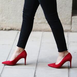 vue posee escarpins classique cuir daim rouge jules & jenn