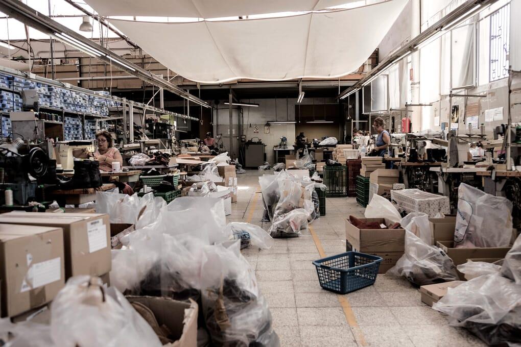 Atelier fabrication main chaussures femme Jules & Jenn