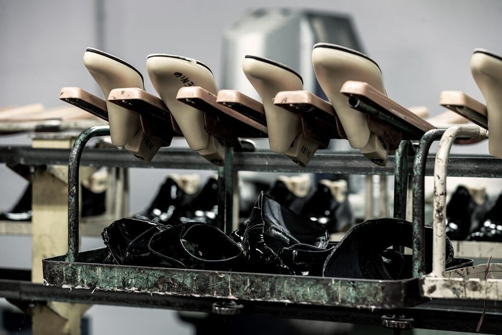 Montage chaussures femme atelier Jules & Jenn