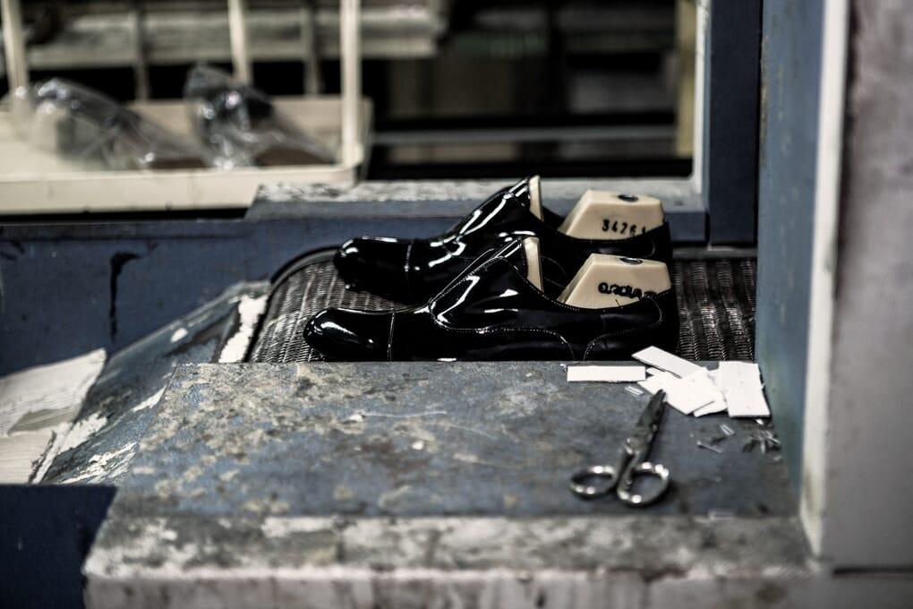 Fabrication chaussure derby femme cuir Jules & Jenn