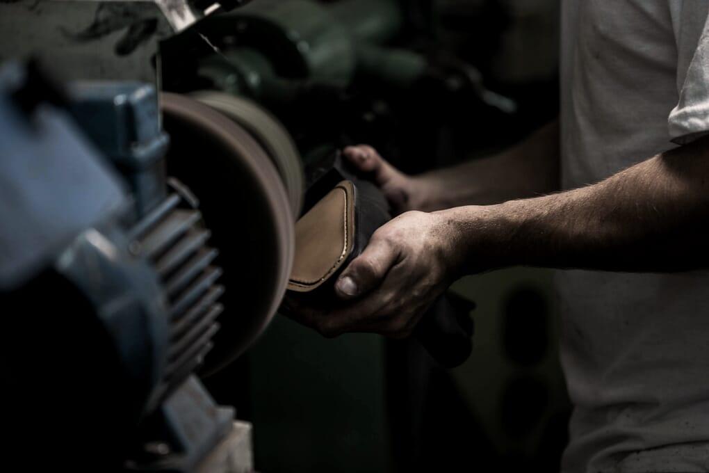 Fabrication main chaussures cuir Portugal Jules & Jenn
