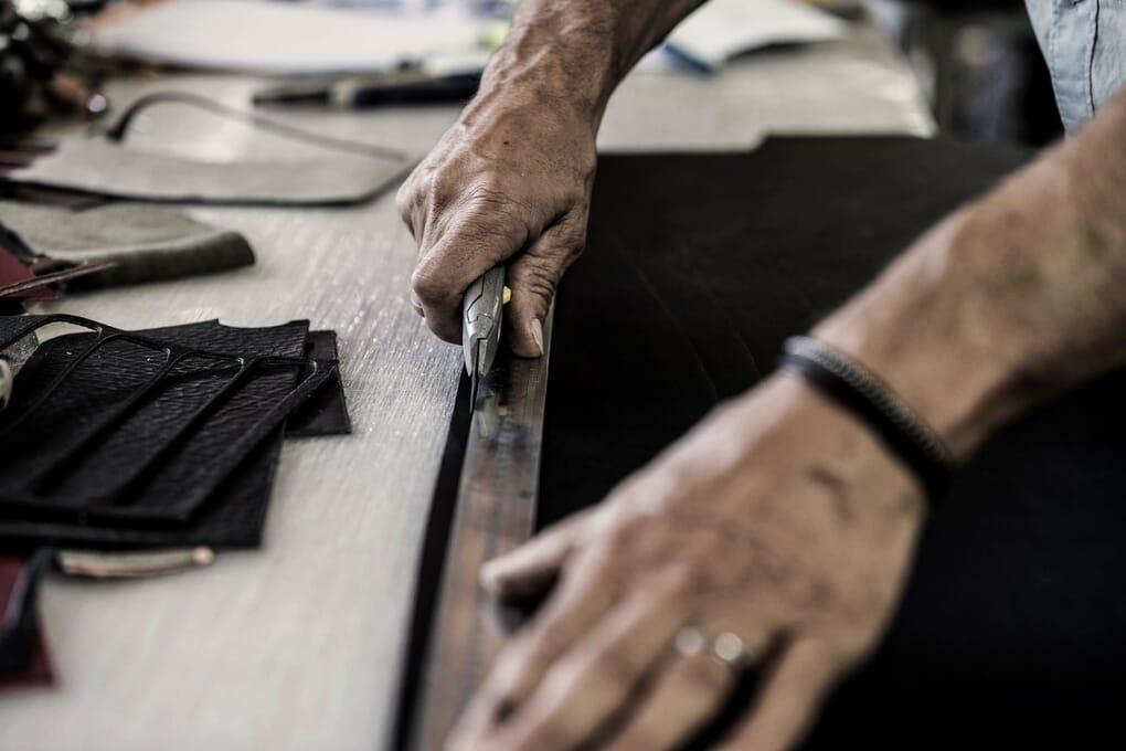 Fabrication ceintures cuir atelier Jules & Jenn