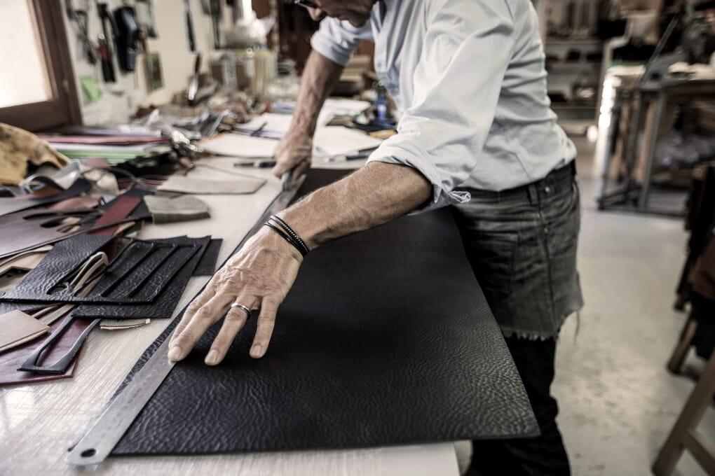 Découpe ceintures cuir Jules & Jenn Made in France
