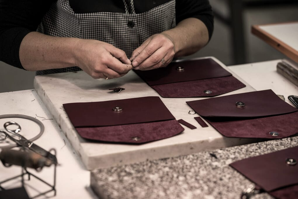 Fixation pièce maroquinerie du sac cabas Made in France JULES & JENN