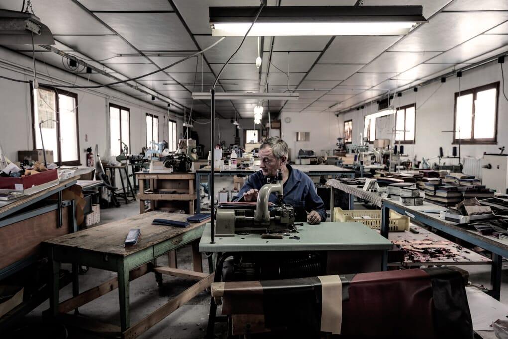 artisan atelier fabrication portefeuilles Jules & Jenn