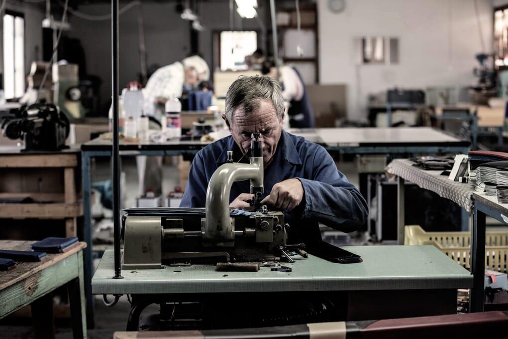 Atelier fabrication portefeuilles parage Jules & Jenn