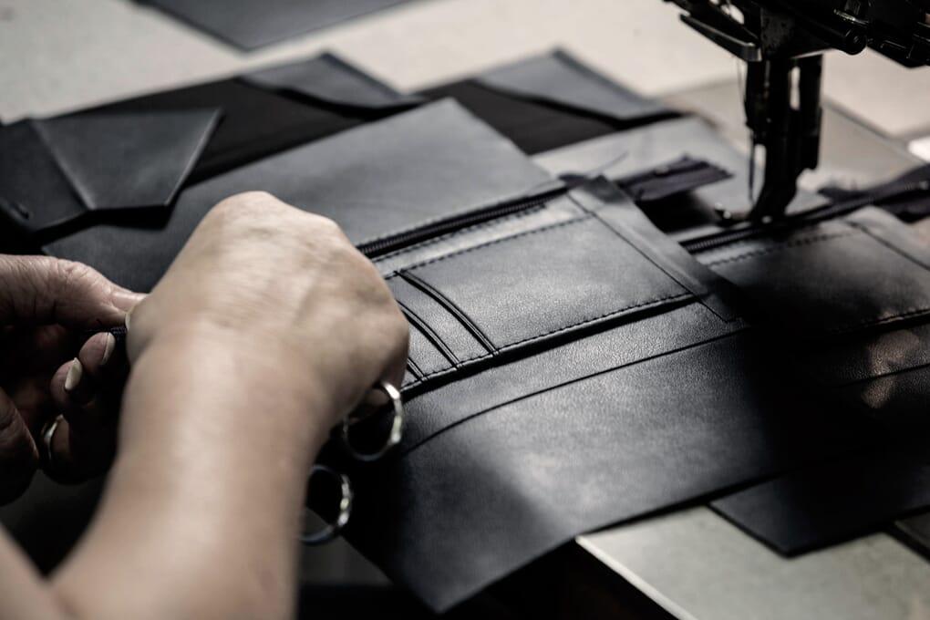Atelier fabrication portefeuilles Jules & Jenn