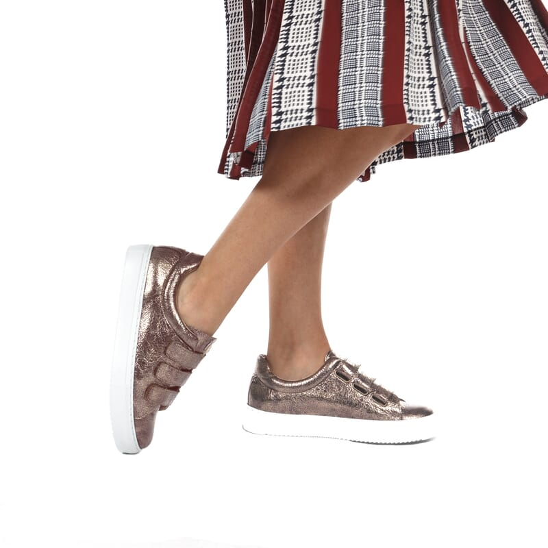 vue portee de basket scratch femme cuir marron