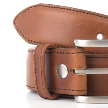 gros plan ceinture homme cuir cognac classique fabriquee en France
