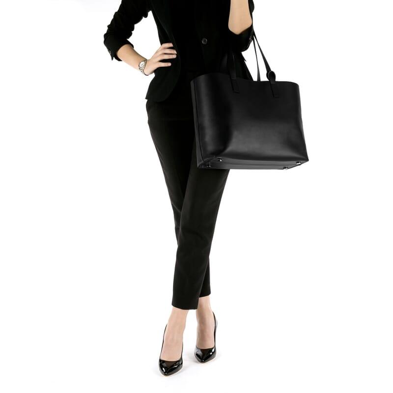 vue portee du sac cabas cuir noir Jules & Jenn