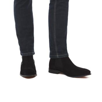 vue portee de chelsea boots homme daim noir Jules & Jenn