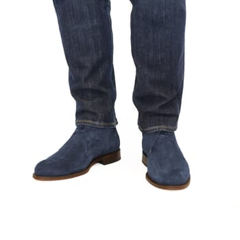 vue portée desert boots cuir daim bleu jules & jenn
