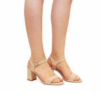 vue portée sandales à talon cuir daim beige jules & jenn