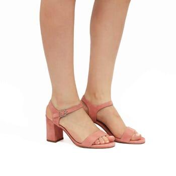 vue portée sandales à talon cuir daim rose jules & jenn