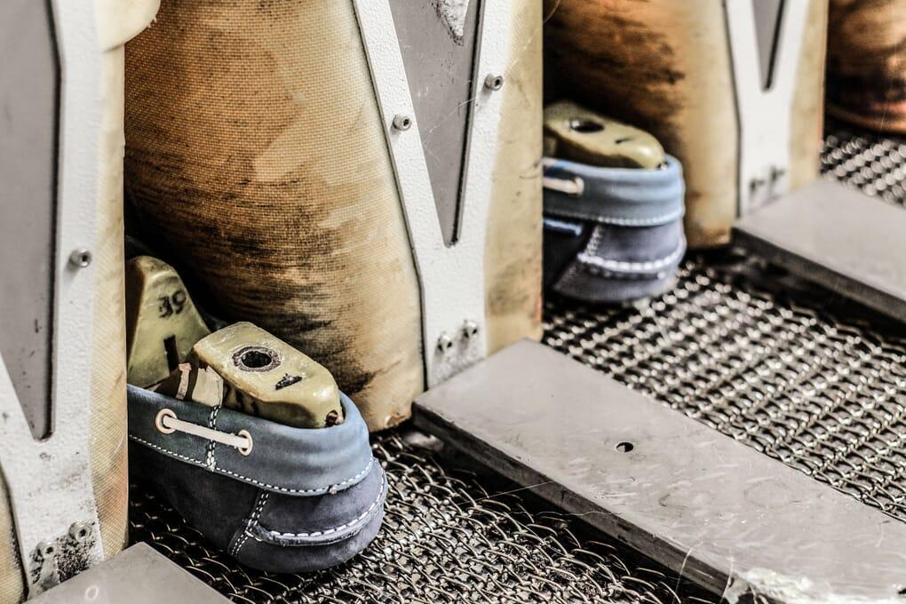 Atelier chaussure cuir finition Jules & Jenn