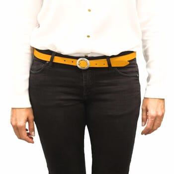 vue portée ceinture fine cuir jaune jules & jenn