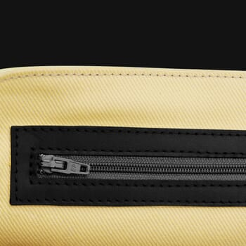 gros plan sac bandoulière cuir noir jules & jenn