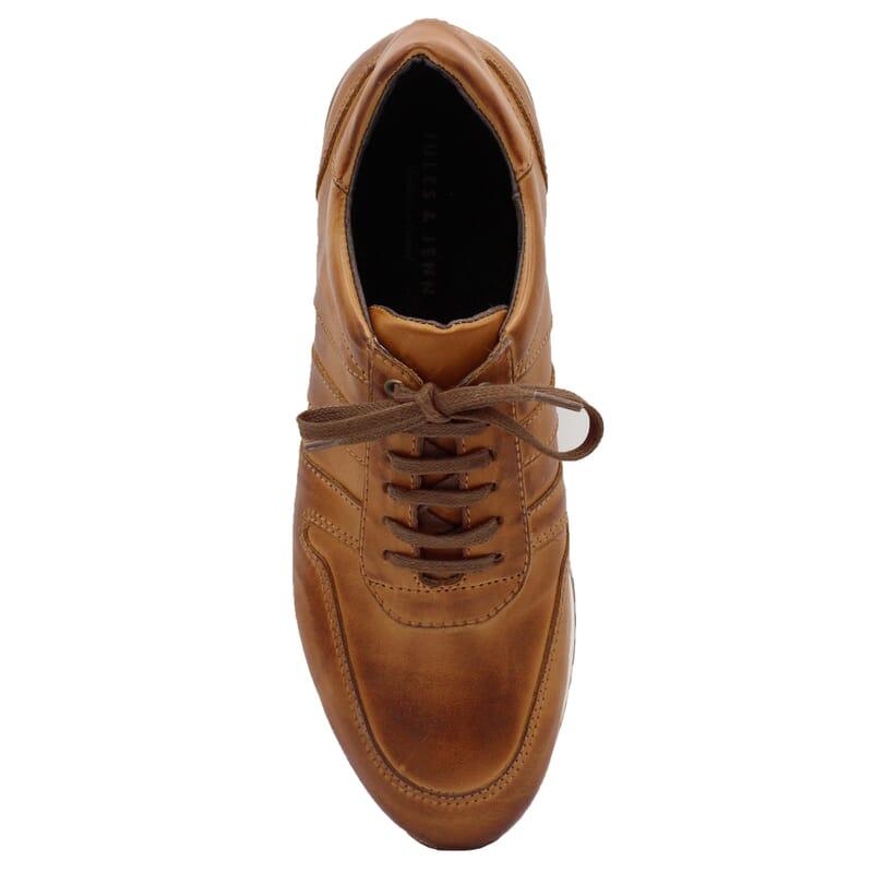 vue dessus sneakers cuir cognac JULES & JENN