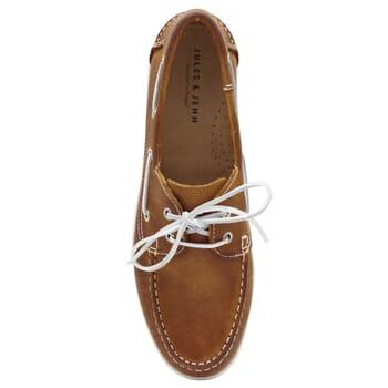 vue dessus chaussures bateau cuir cognac jules & jenn