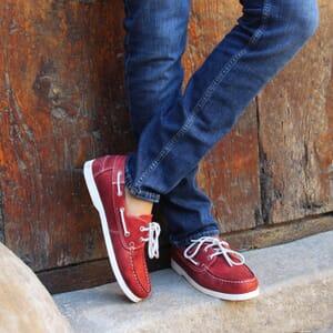 vue portee chaussure bateau cuir rouge jules & jenn