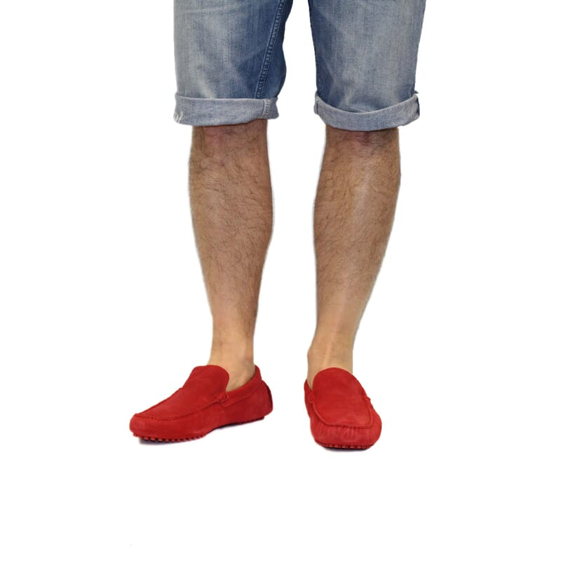 vue portee mocassins daim rouge Jules & Jenn