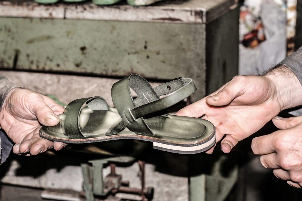 Montage tige sandales cuir Jules & Jenn
