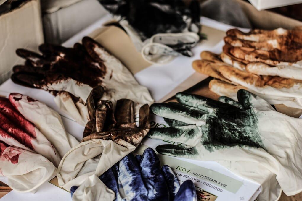 Preparation Teinture en plongee couleurs cuirs Jules & Jenn
