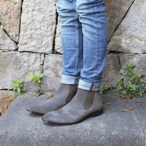vue portée chelsea boots cuir daim gris jules & jenn