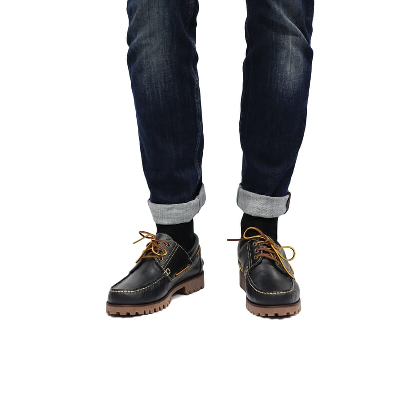 vue portée chaussure bateau crampons cuir bleu jules & jenn