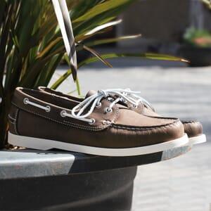 chaussures bateau cuir marron jules & jenn