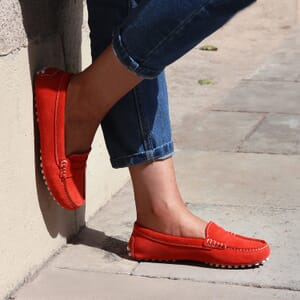 vue portee mocassins femme cuir daim rouge orange jules & jenn