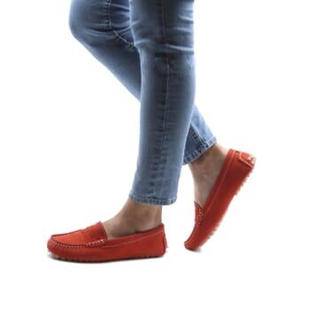 vue portée mocassins femme cuir daim rouge orangé jules & jenn