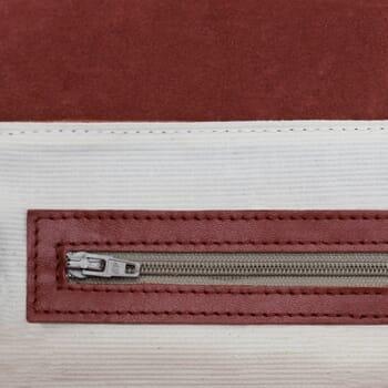 gros plan sac bandoulière cuir rouge jules & jenn