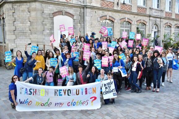 Marche à Paris pour la Fashion Revolution 2018 avec JULES & JENN, plus de transparence dans la mode
