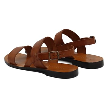 vue arrière sandales plates cuir camel jules & jenn