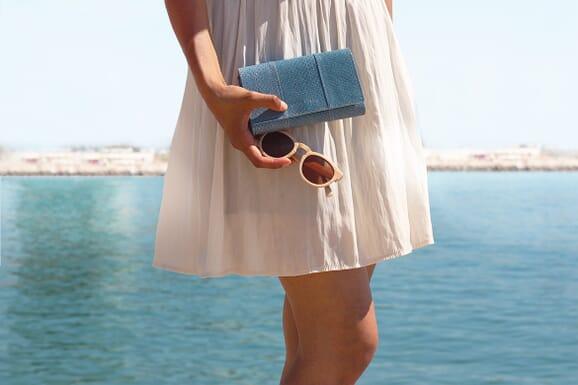 grand portefeuille cuir de poisson bleu clair jules & jenn