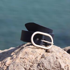 vue posee ceinture large cuir bleu marine jules & jenn