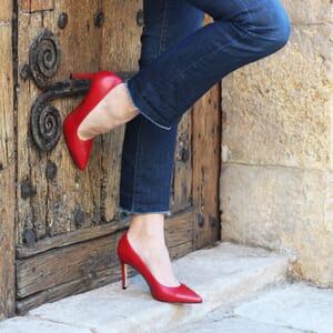 escarpin jules et jenn cuir rouge exterieur porte