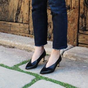 escarpin decollete v jules et jenn cuir noir exterieur porte