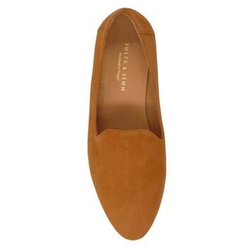 vue dessus slippers classiques cuir daim camel jules & jenn