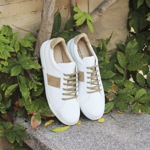 vue posee baskets a lacet cuir blanc & beige jules & jenn