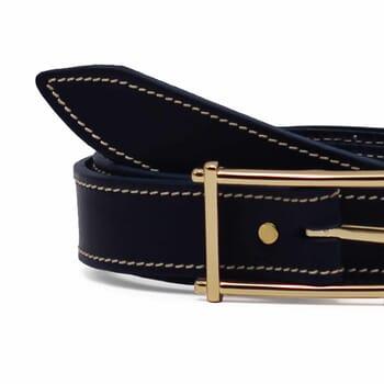 gros plan ceinture bleu cuir mademoiselle